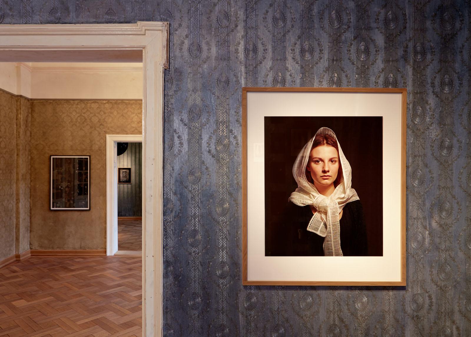 """Installationsansicht der Ausstellung """"BEIDES"""" – Fotoarbeit: Bernhard Prinz"""