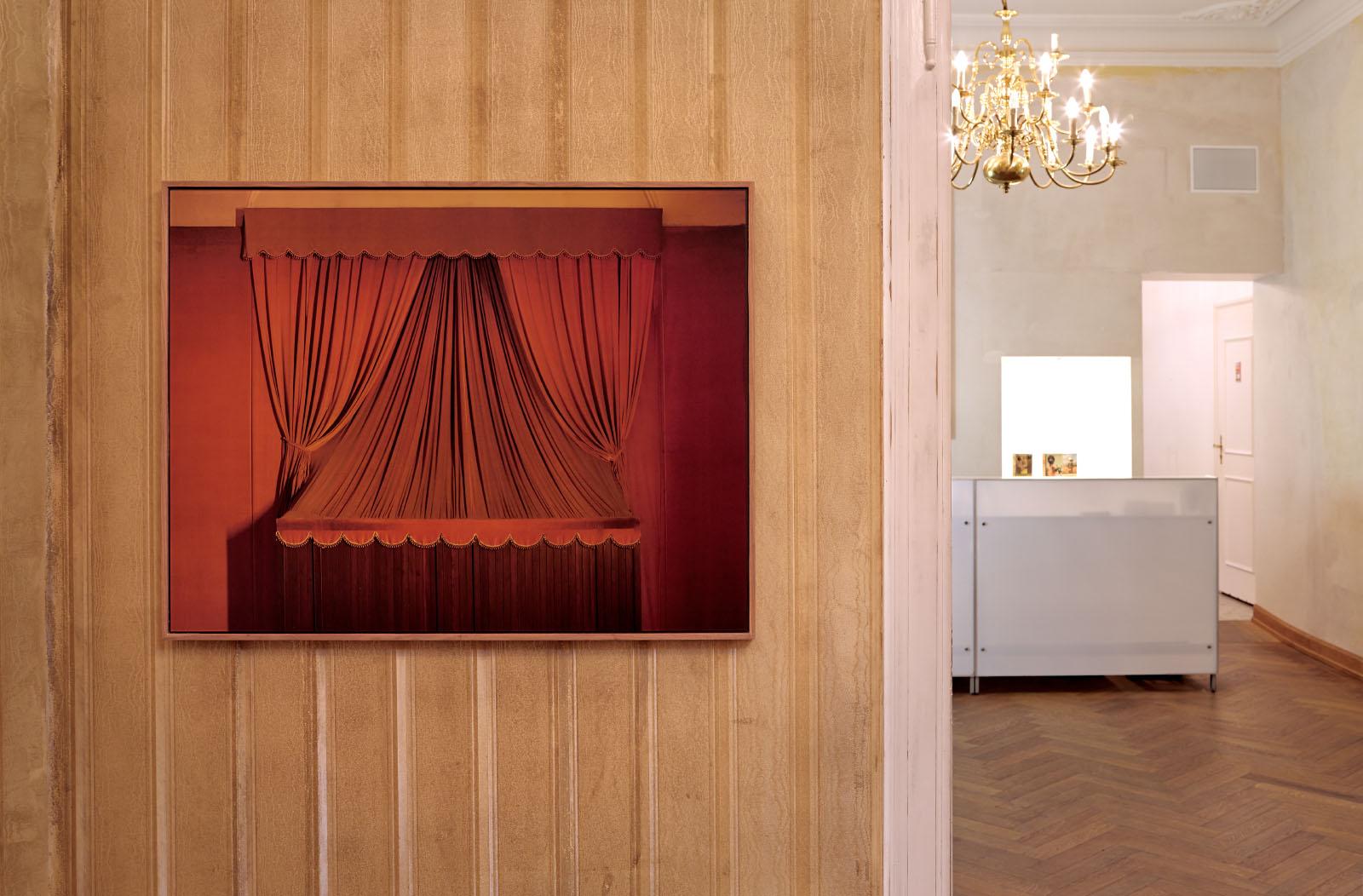 """Installationsansicht aus der Ausstellung """"BEIDES"""" – Fotoarbeit: Bernhard Prinz"""