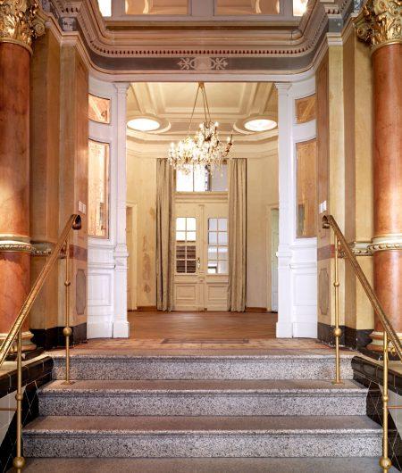 Eingangsportal des BÜHLERS in Fürth