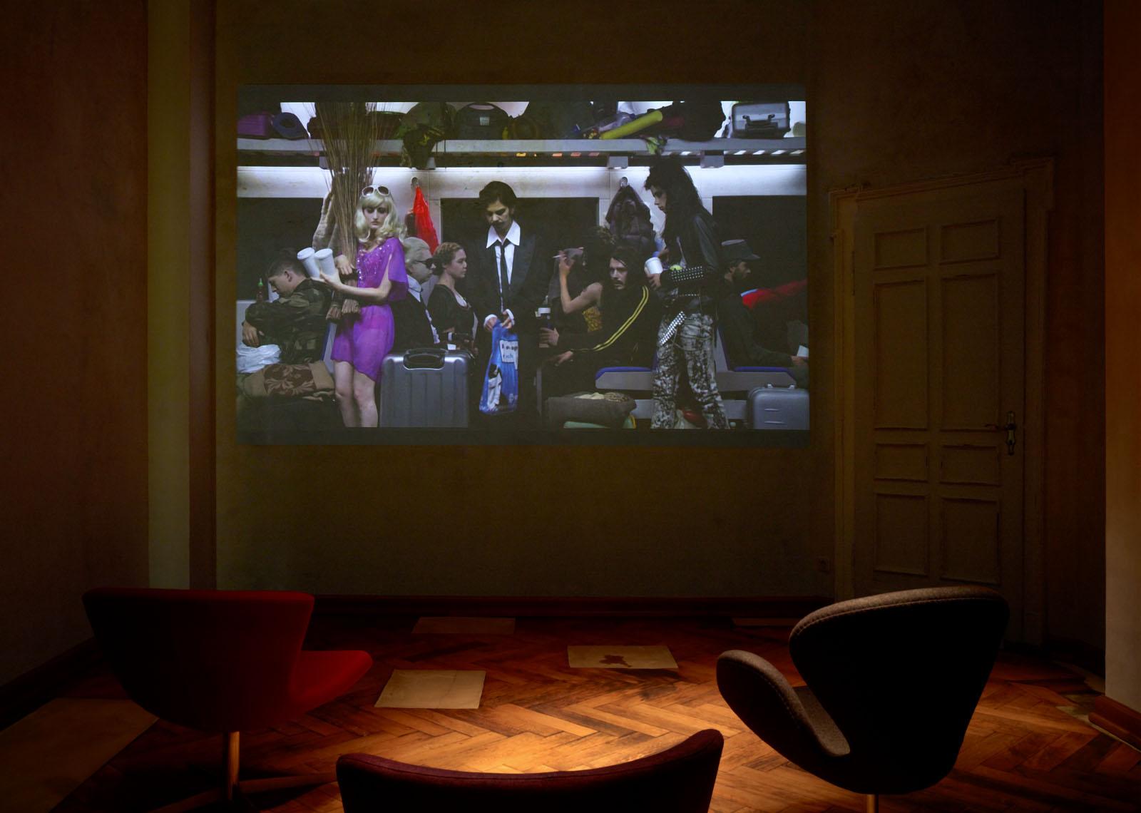 """Installationsfoto aus der Gruppenausstellung """"Spargelspitzen"""" – Videoarbeit: Stefan Panhans"""