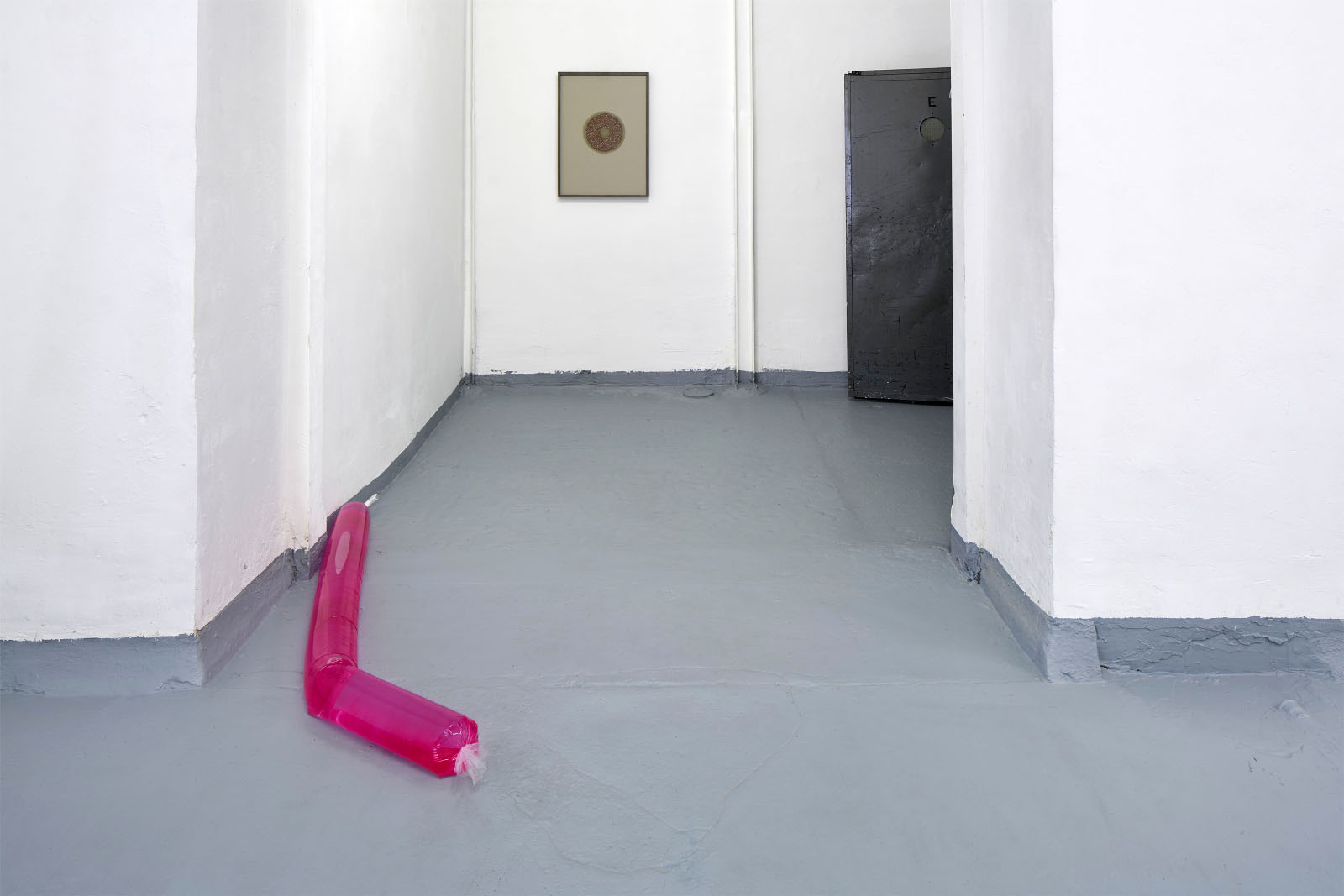 "<a href=""http://kubaparis.com/in-sweet-succession-material-matters-kuratiert-von-muriel-meyer-und-marina-ru%CC%88diger/"" target=""_blank"">Installationsfotos der Ausstellung ""In Sweet Succession: Material matters"" im Basis e. V. Projektraum in Frankfurt am Main</a>"