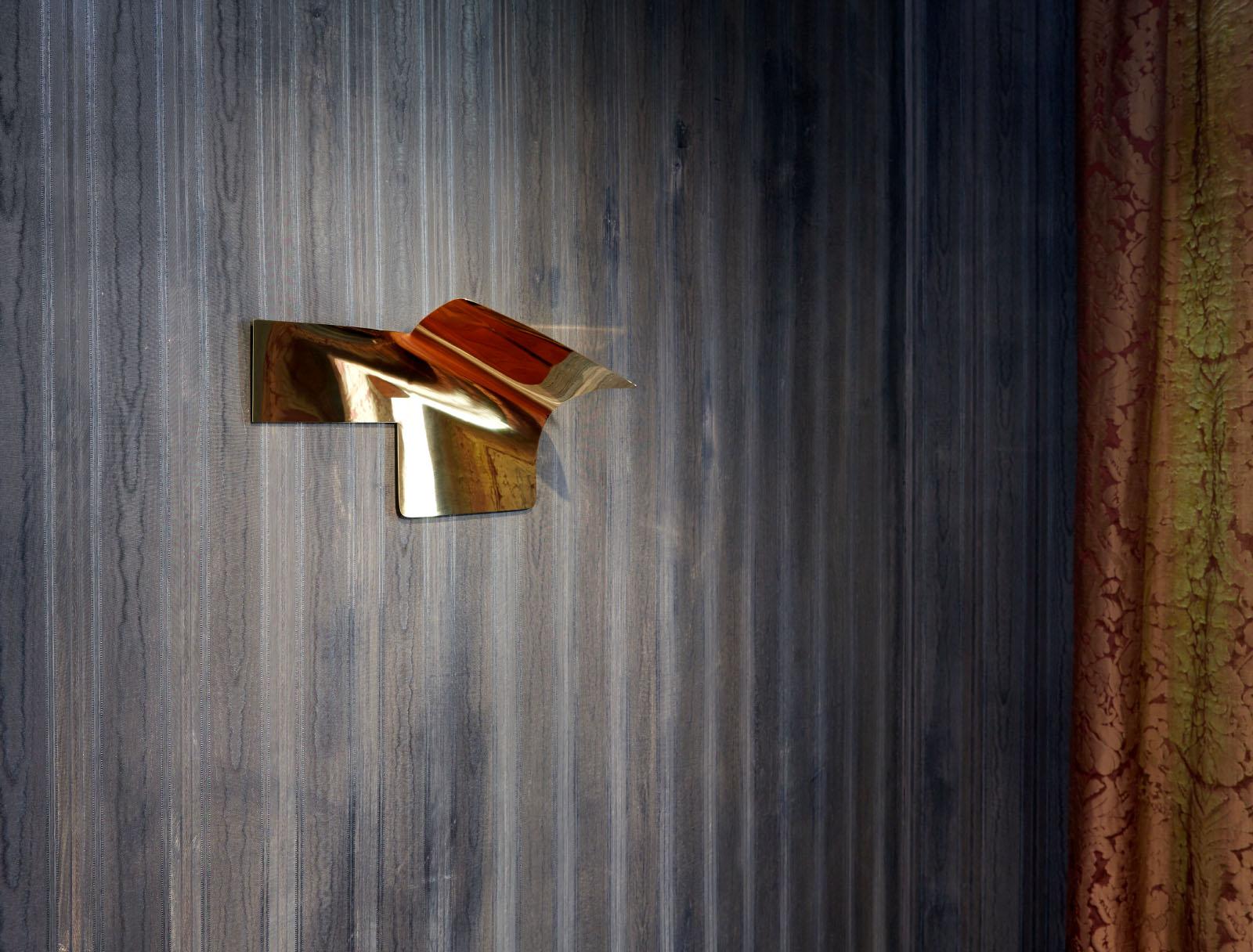 """Installationsfoto aus der Gruppenausstellung """"Helmut Berger und der Klassenkampf"""" – Wandobjekt: Maja Wirkus"""