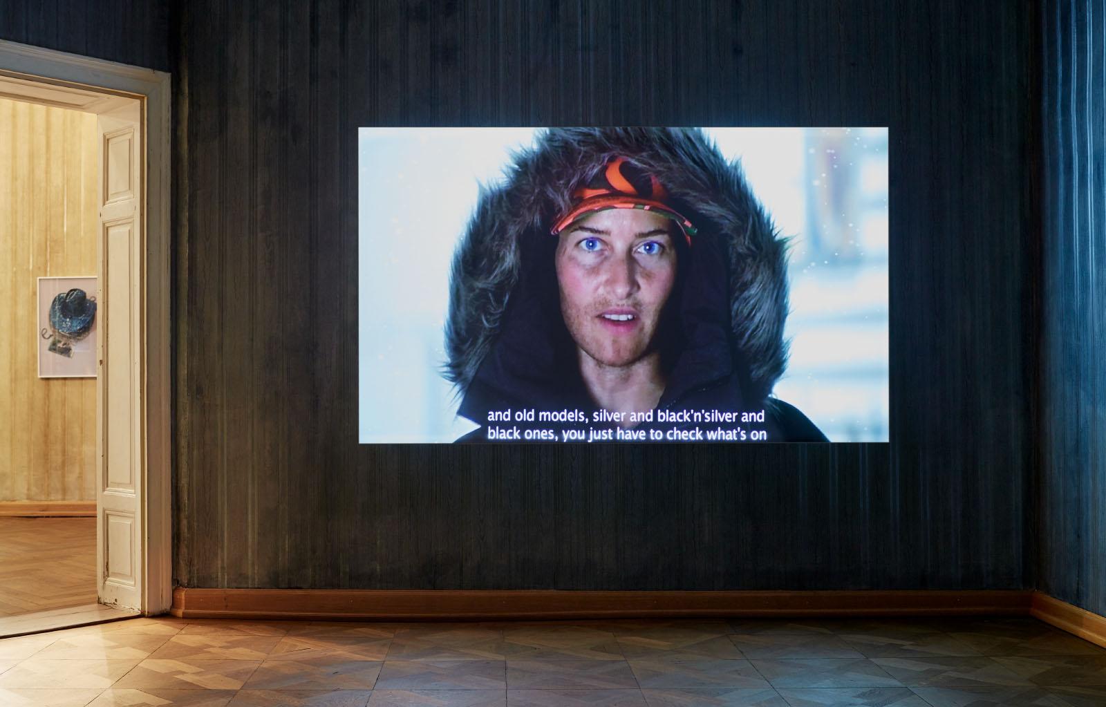 """Installationsansicht der Einzelausstellung  """"The best ones make you feel as fearless as Beyoncé"""" von Stefan Panhans"""