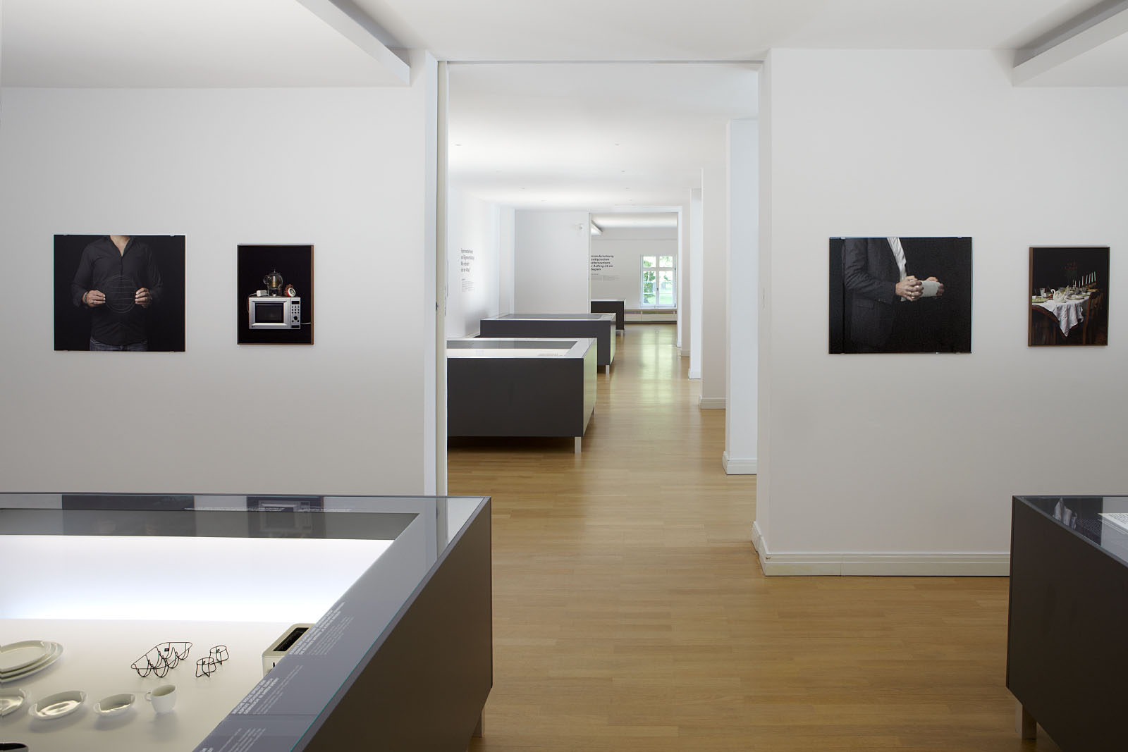 """Fotoaufnahmen der Ausstellung """"Vom Stand Der Dinge"""" im Wilhelm Wagenfeld Haus in Bremen"""