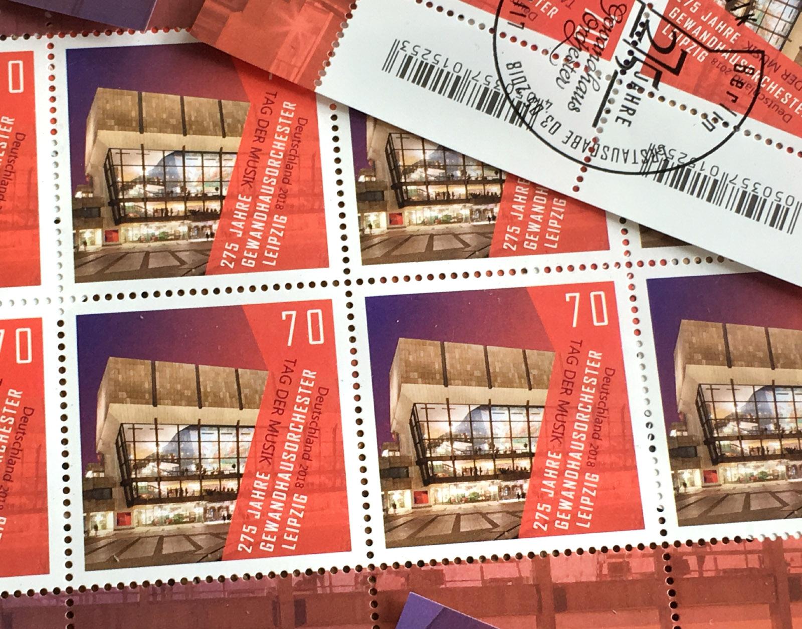 In Zusammenarbeit mit der Deutschen Post erscheint anlässlich des 275 jährigen Jubiläums des Gewandhausorchesters Leipzig diese wunderbare Briefmarke! Gestaltung: Jennifer Dengler, Architekturfoto: Jens Gerber