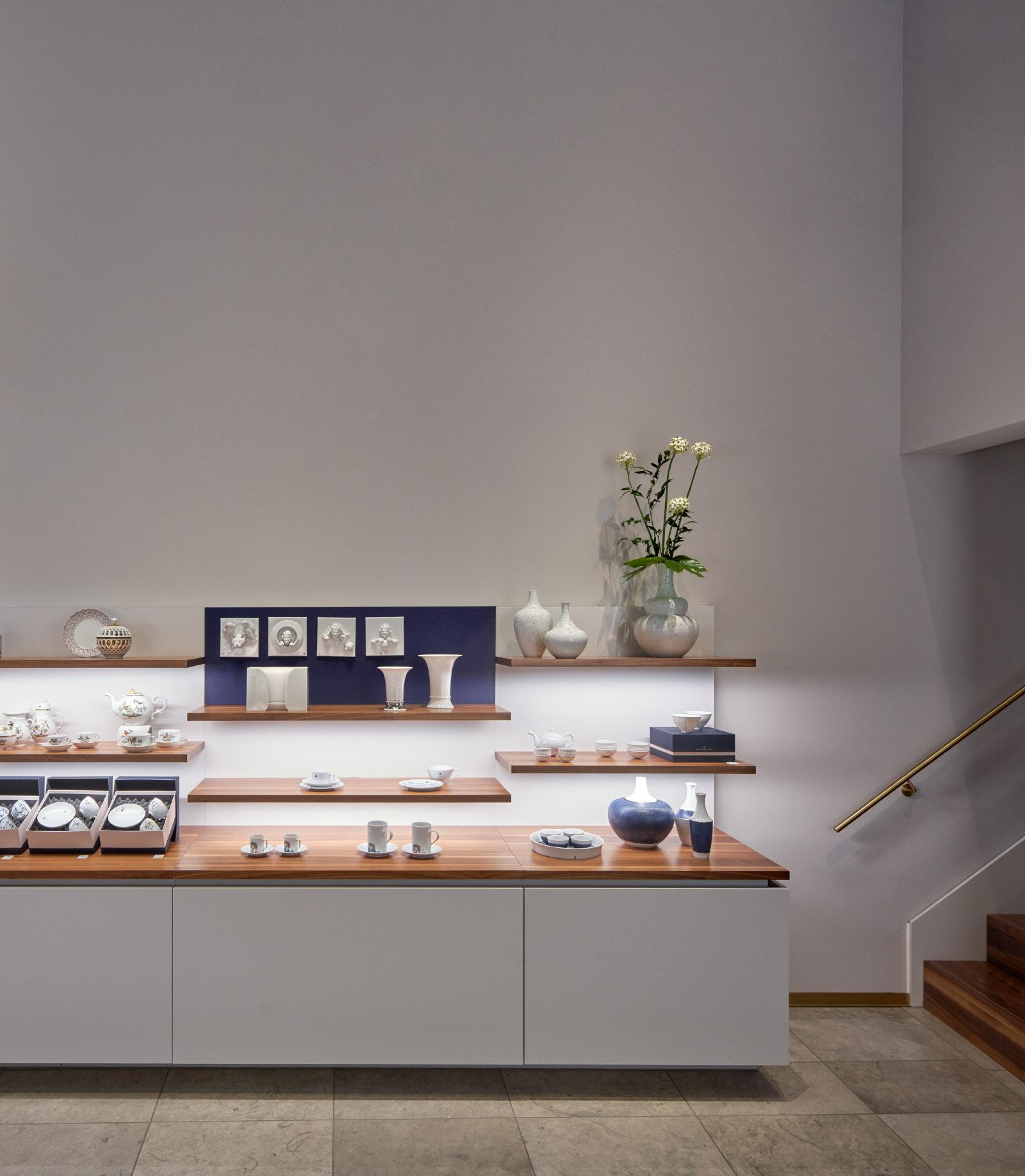 Für den Produktdesigner Veit Streitenberger: Interieur-Aufnahmen vom HPM House, das Ladenlokal der Höchster Porzellan Manufaktur im DomRömer-Quartier Frankfurt am Main.