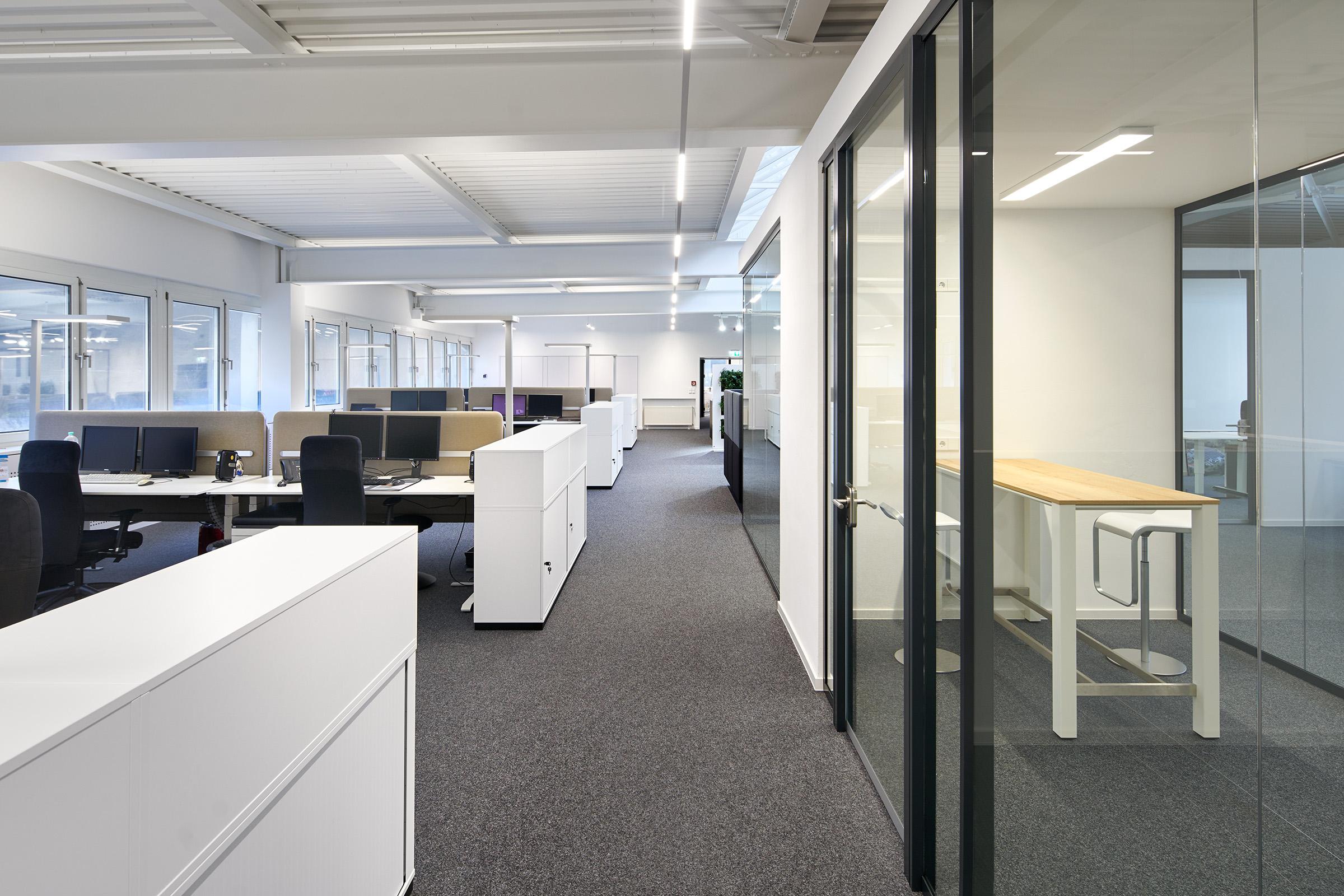 Interieuraufnahmen des modernisierten Großraumbüros der ACO Passavant GmbH in Phillipsthal // Entwurf: hks architekten, Erfurt
